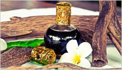 dùng tinh dầu gì để massage mặt